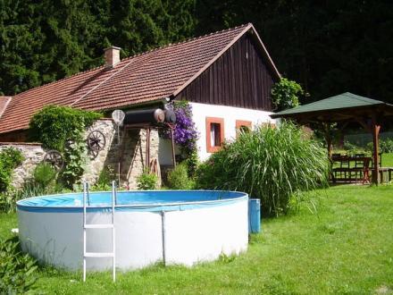 Bazén u chalupy.